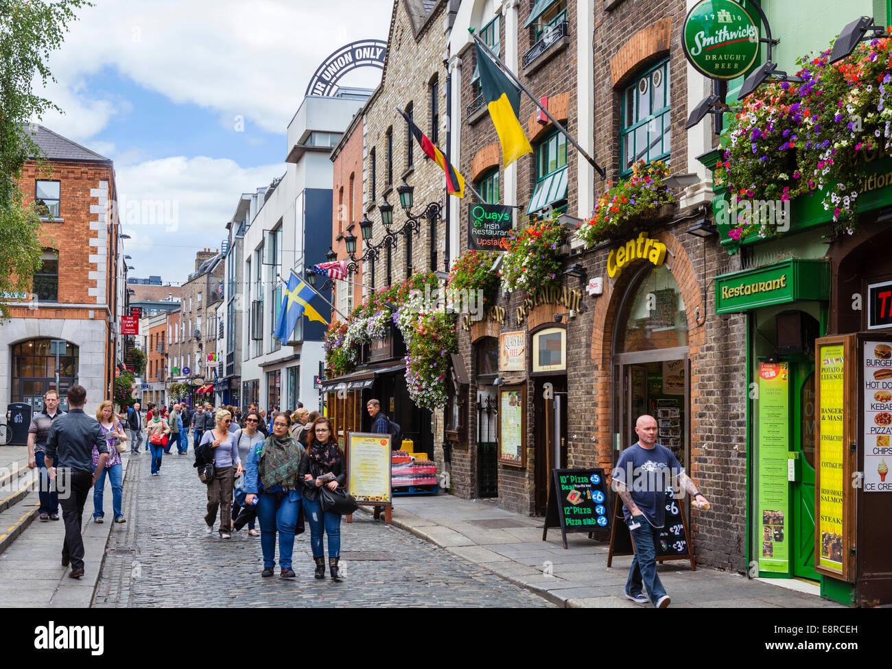d4c1671108729 Pubs, restaurants and bars on Temple Bar in the city centre, Dublin City,