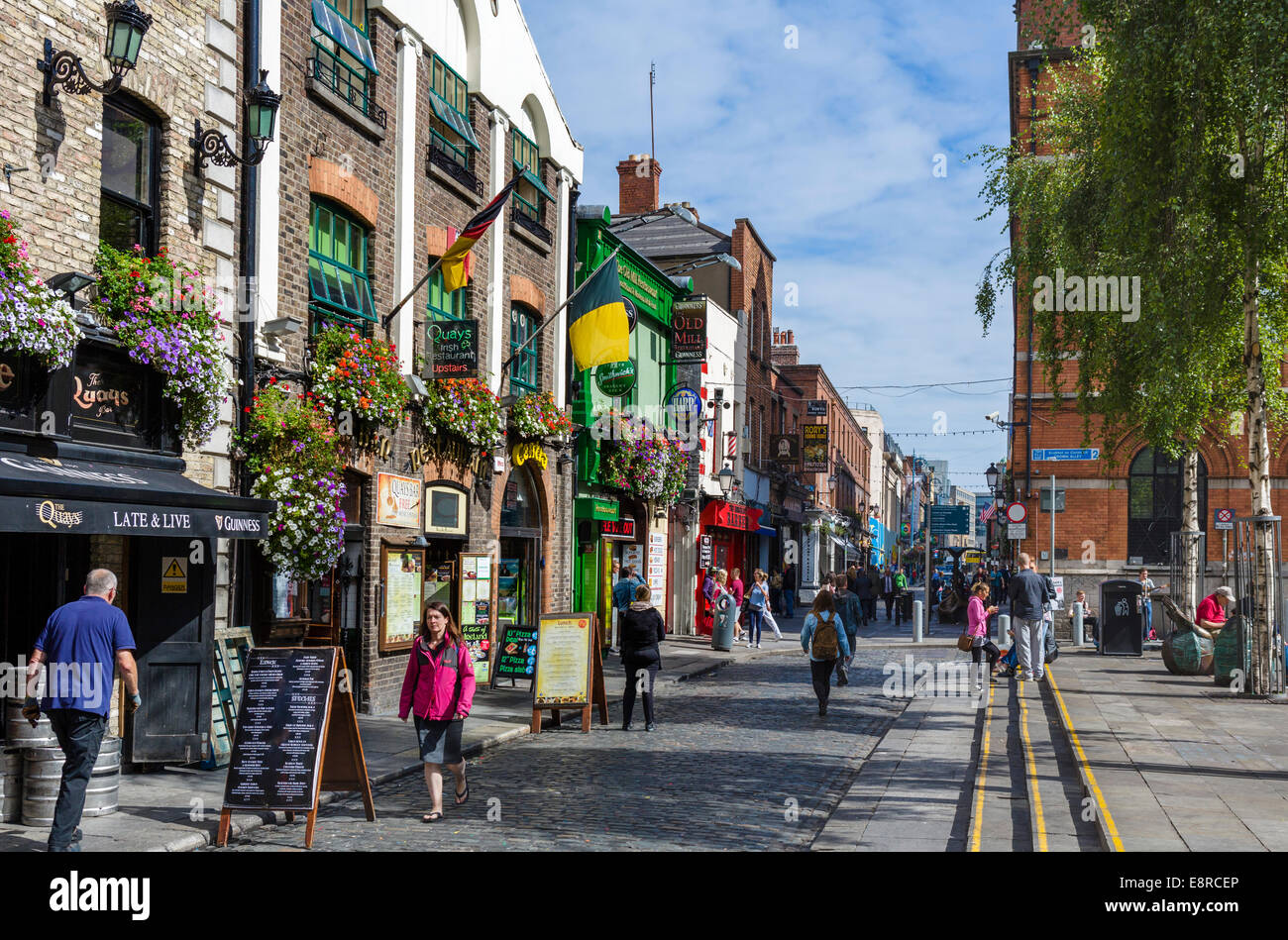 Pubs, restaurants and bars on Temple Bar in the city centre, Dublin City, Republic of Ireland - Stock Image