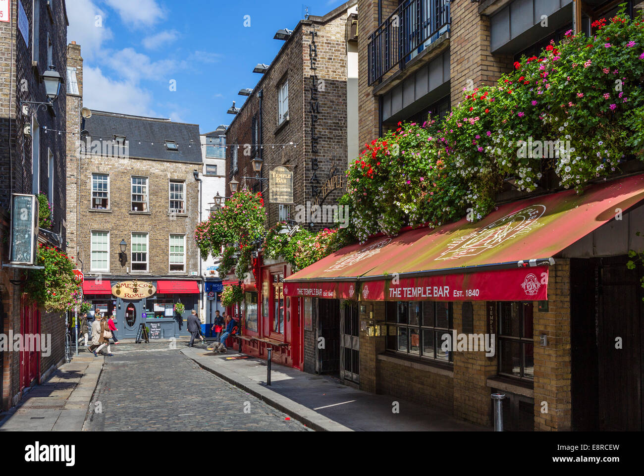 The Temple Lane entrance to the Temple Bar pub, Temple Bar, Dublin City, Republic of Ireland Stock Photo