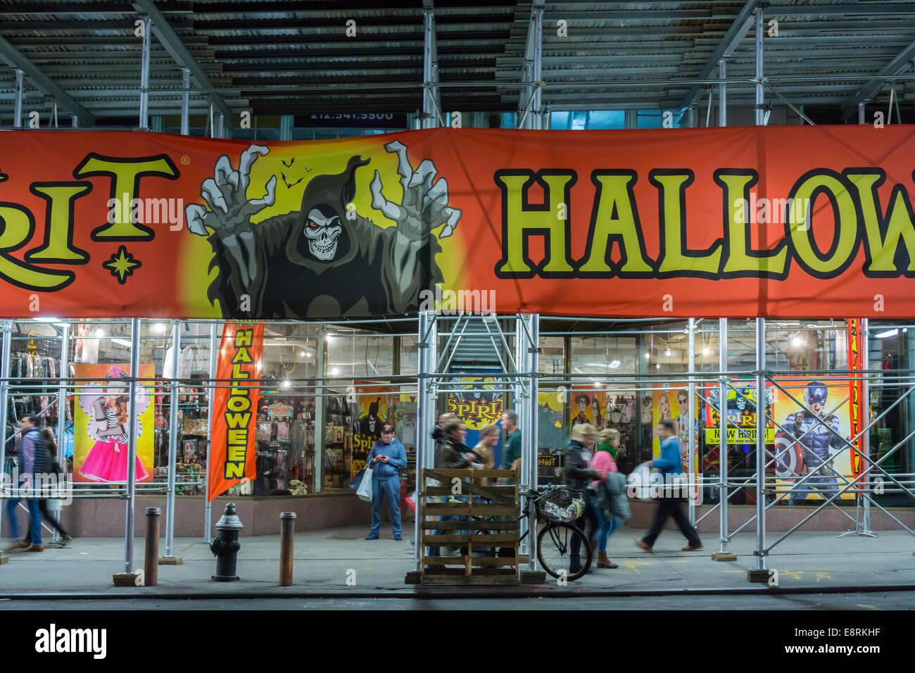 a spirit halloween pop-up store in midtown in new york stock photo