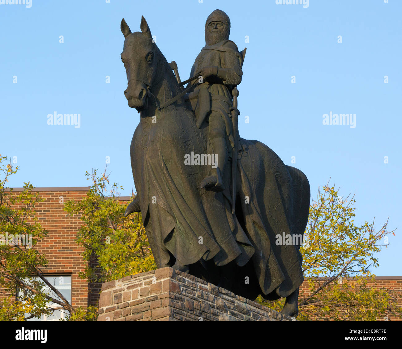Bronze statue of Robert the Bruce, King of Scots, commemorating the Battle of Bannockburn is identical to one at - Stock Image