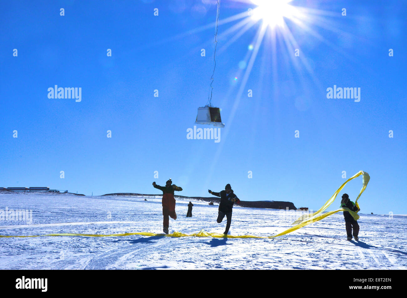 BARREL team members run under the payload as the balloon first takes flight at the SANAE IV research station in - Stock Image