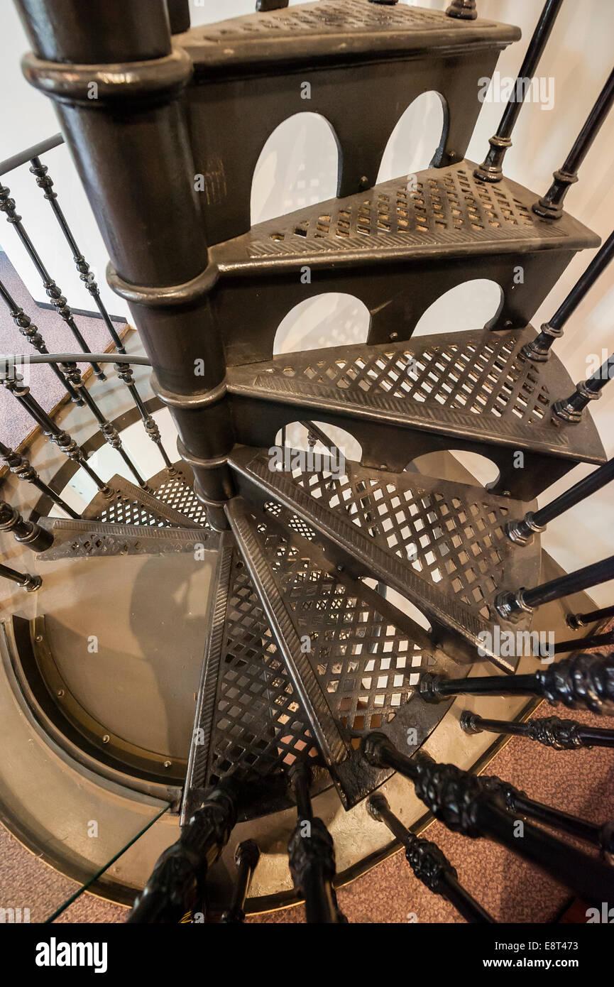 Bon Classic Wrought Iron Spiral Staircase