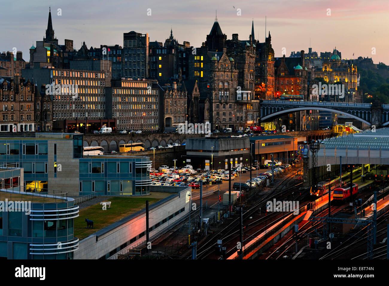 View over railway station on old town at dusk, Edinburgh, Scotland, United Kingdom - Stock Image