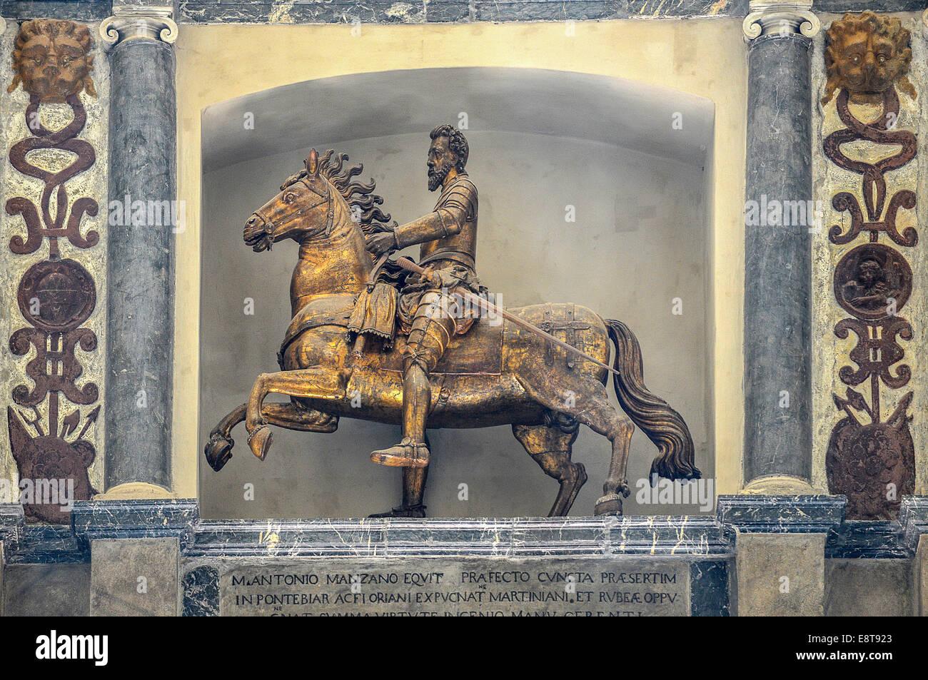 Italia Friuli V.G. Cividale  Duomo di Santa Maria Assunta del XV° sec. Monumento equestre di Marcantonio di Manzano, condottiero Stock Photo