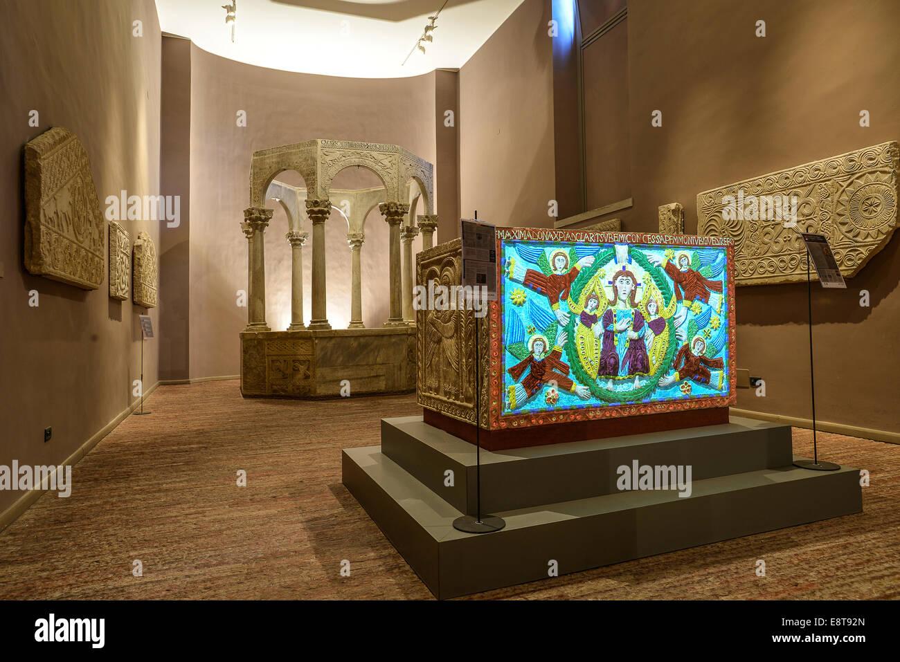Italia Friuli V.G. Cividale  Duomo di Santa Maria Assunta.  Museo Cristiano-Tesoro del Duomo. Arte longobarda, in primo piano l' Stock Photo
