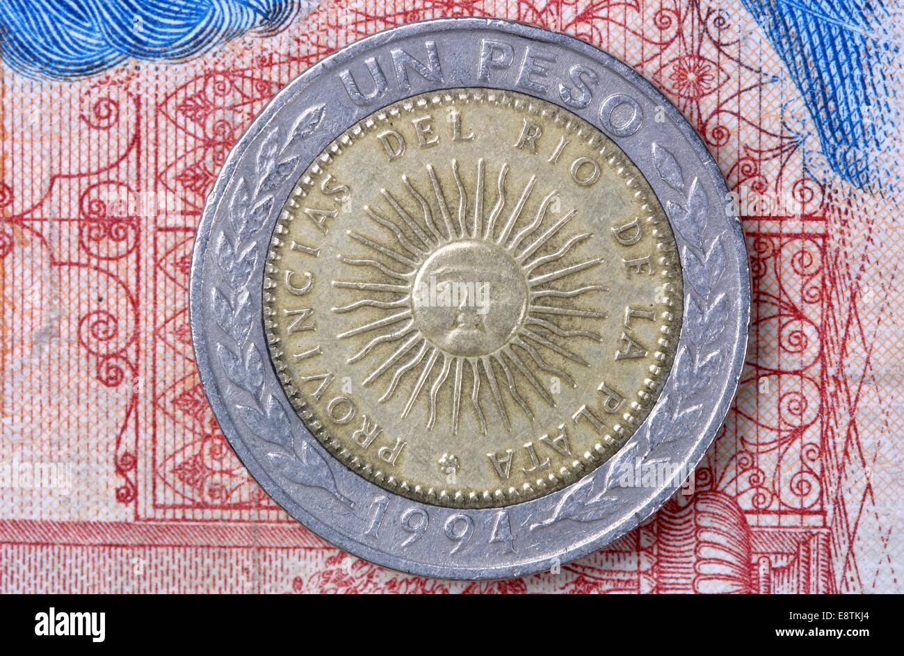 Reverse side of the Argentine 1 peso coin depicting the national emblem the Sun of May - Stock Image