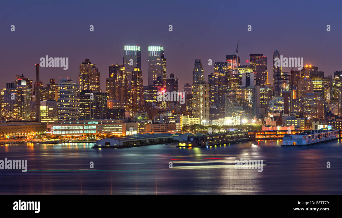 Manhattan at night - Stock Image