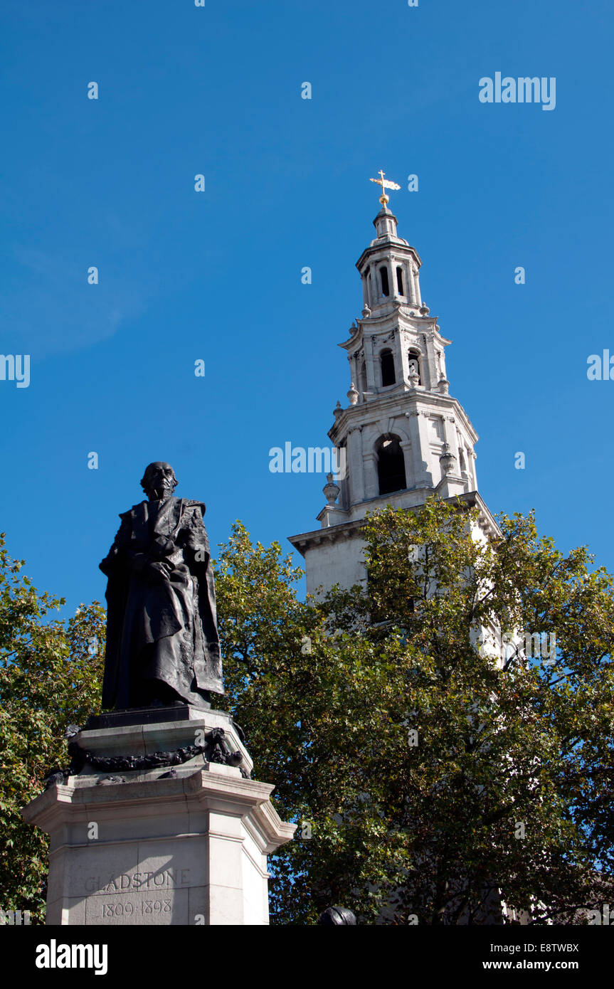 St. Clement Danes Church and Gladstone statue, London, UK - Stock Image