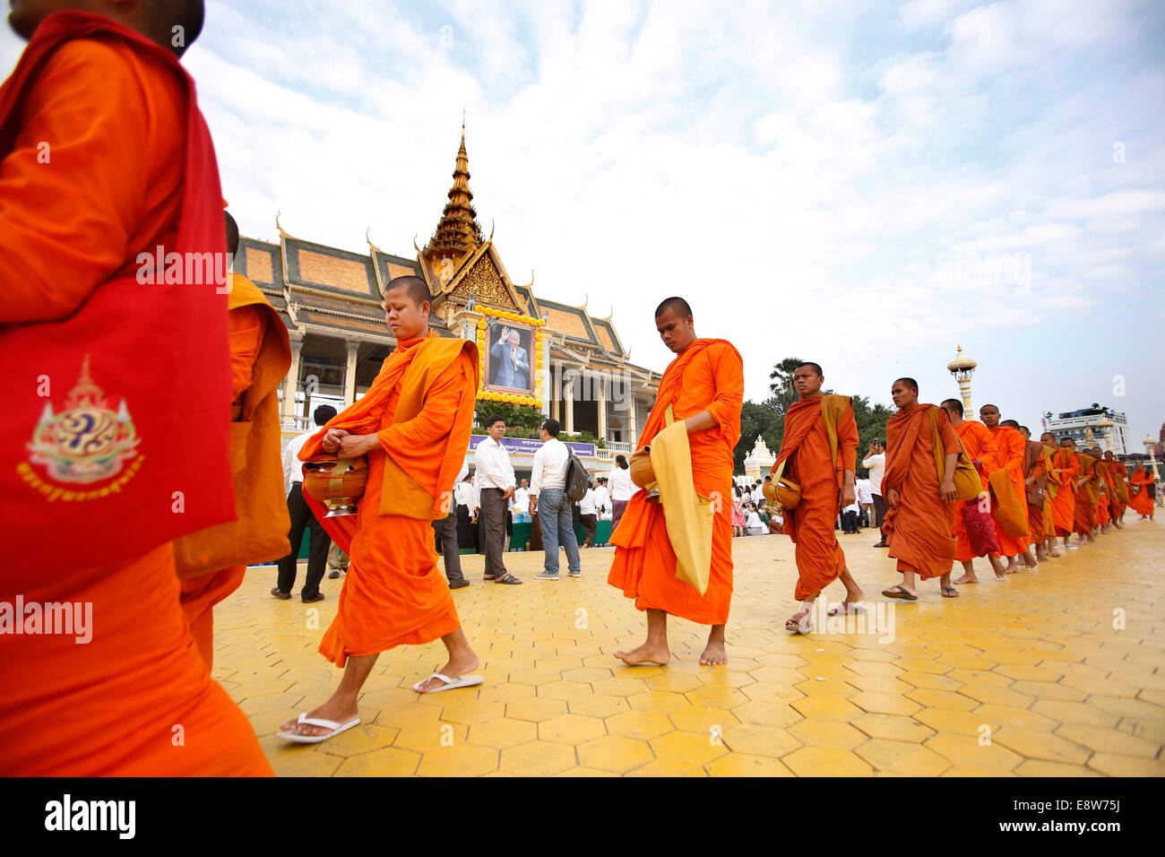 Phnom Penh, Cambodia. 15th Oct, 2014. Buddhist monks walk in front of the Royal Palace in Phnom Penh Oct. 15, 2014. - Stock Image