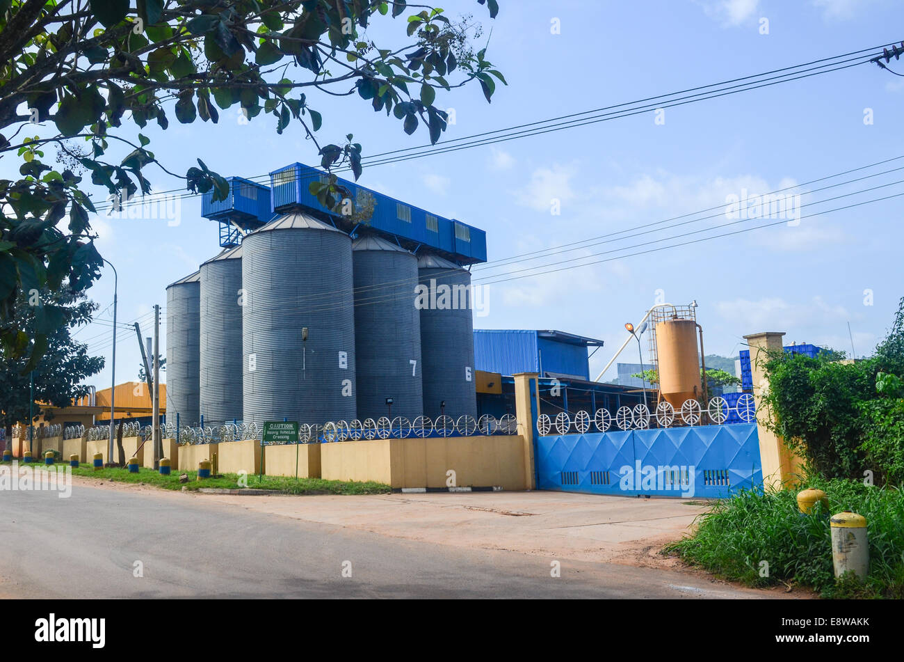 Plant of International Breweries Plc (brewer of the Trophy beer), acquired by SABmiller in 2012, in Ilesa, Nigeria - Stock Image