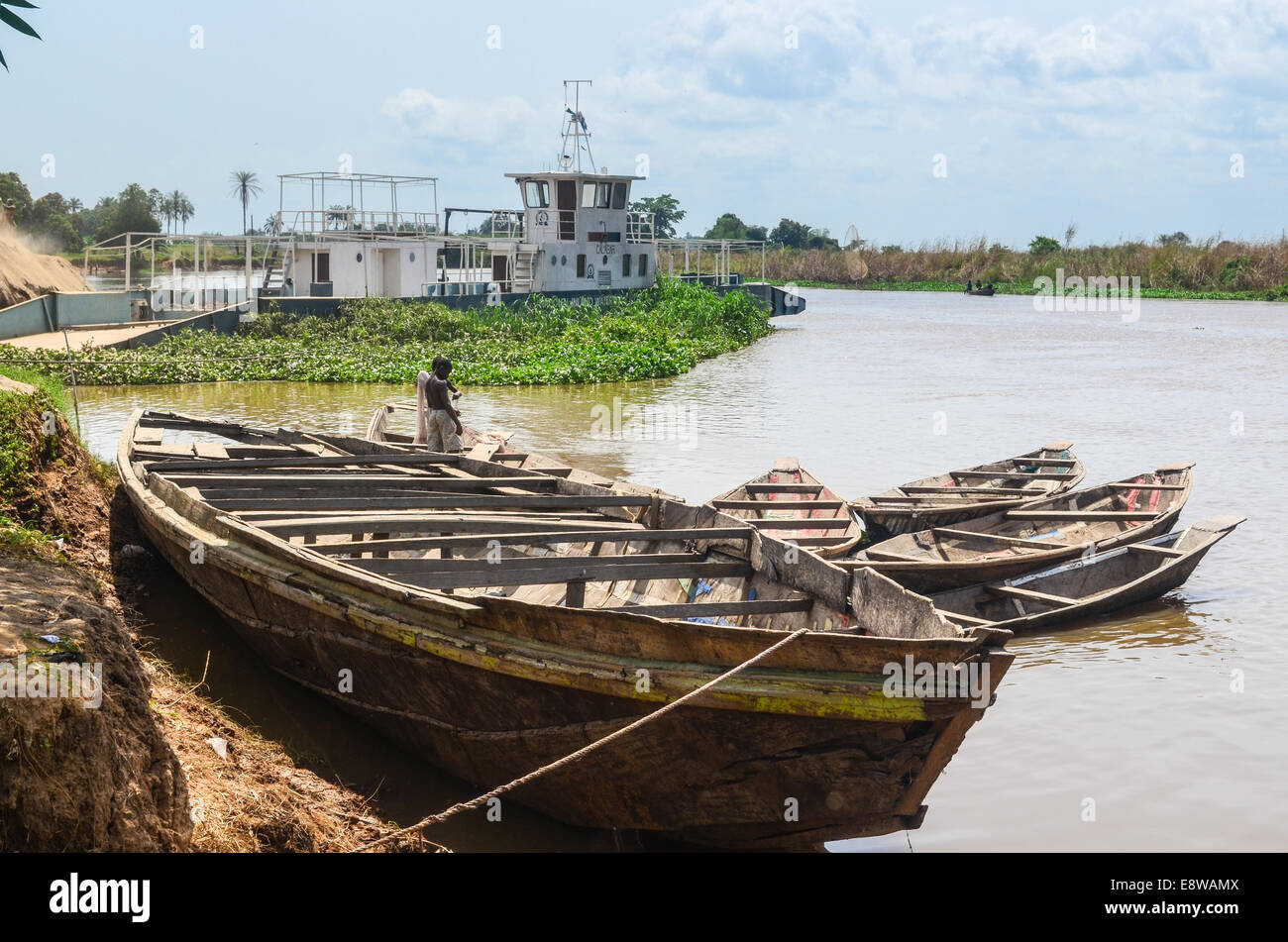 The abandoned ferry between Idah and Agenebode, two cities facing each other across the Niger river in Nigeria, - Stock Image