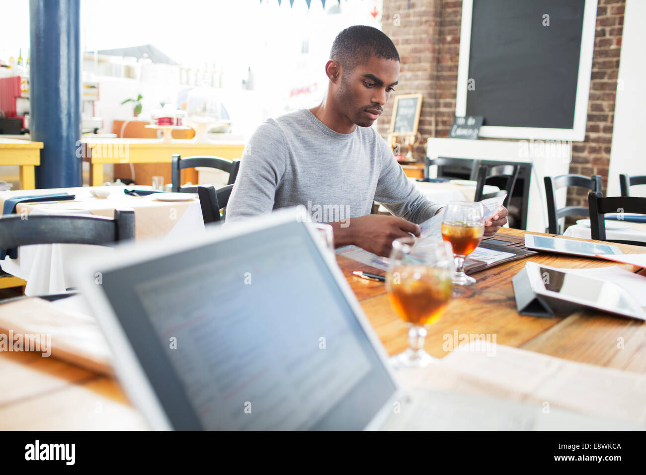 Businessman having lunch meeting in cafe - Stock Image