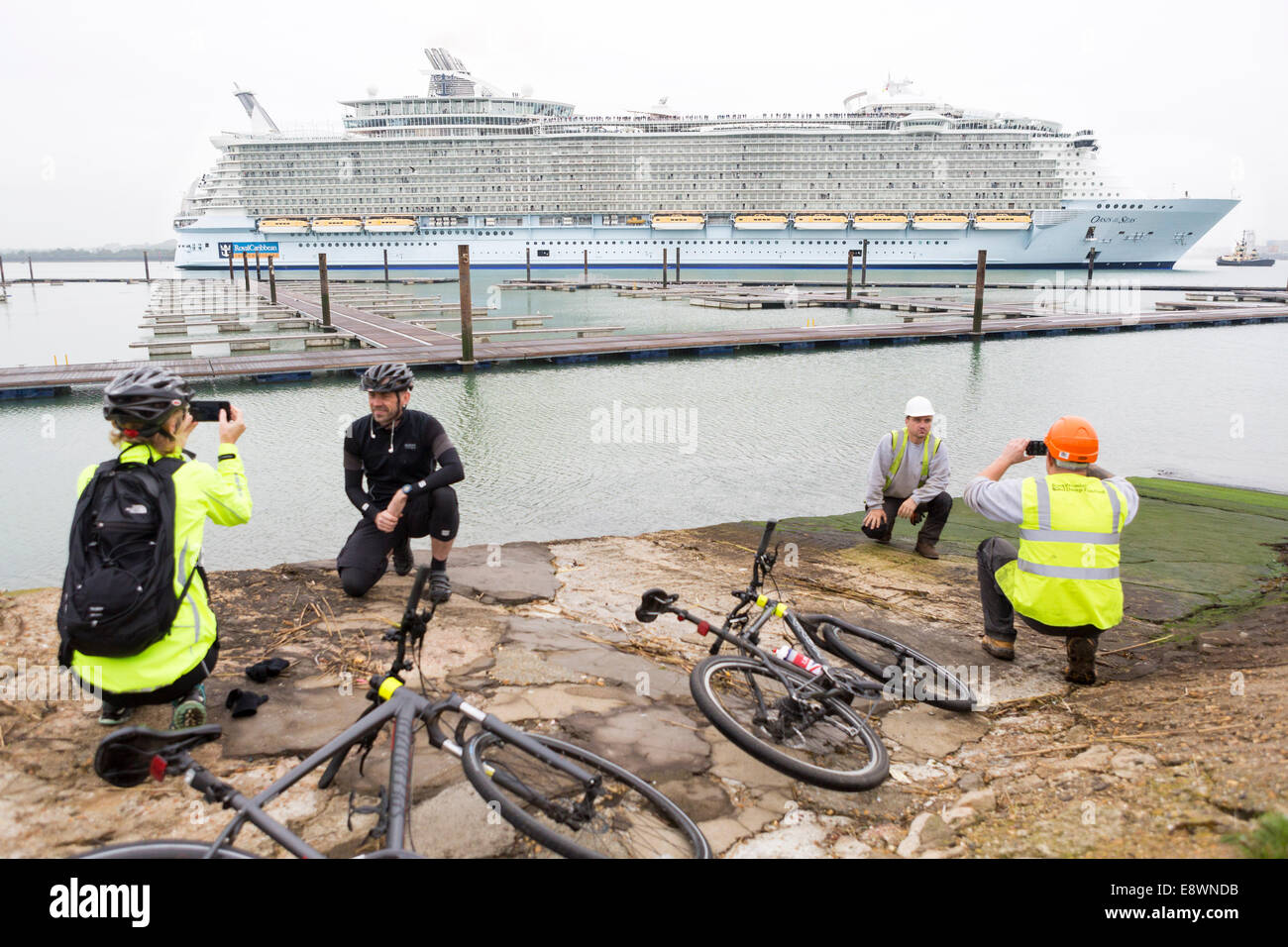 Spectators take pictures as the world's largest cruise ship, Oasis of the Seas arrives in Southampton for a - Stock Image
