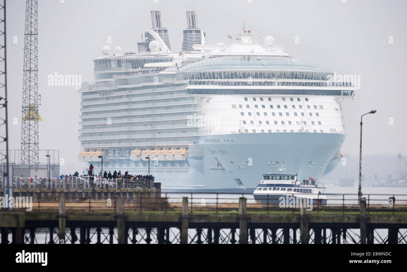 The world's largest cruise ship, Oasis of the Seas arrives in Southampton for a short stopover. - Stock Image