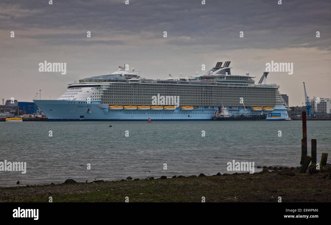 Southampton, UK. 15th October, 2014. Royal Caribbean M/S Oasis of the Seas at City Terminal in the Port of Southampton, Stock Photo