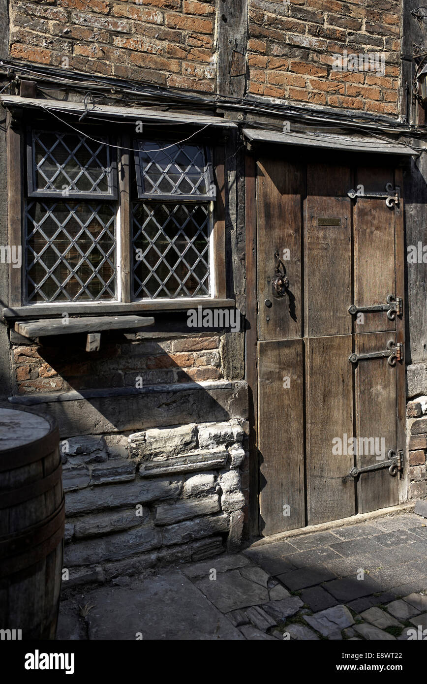 Old cobbled alleyway and ancient cottage with leaded light window and oak stable hinged doors. Stratford upon Avon England UK & Old cobbled alleyway and ancient cottage with leaded light window ...