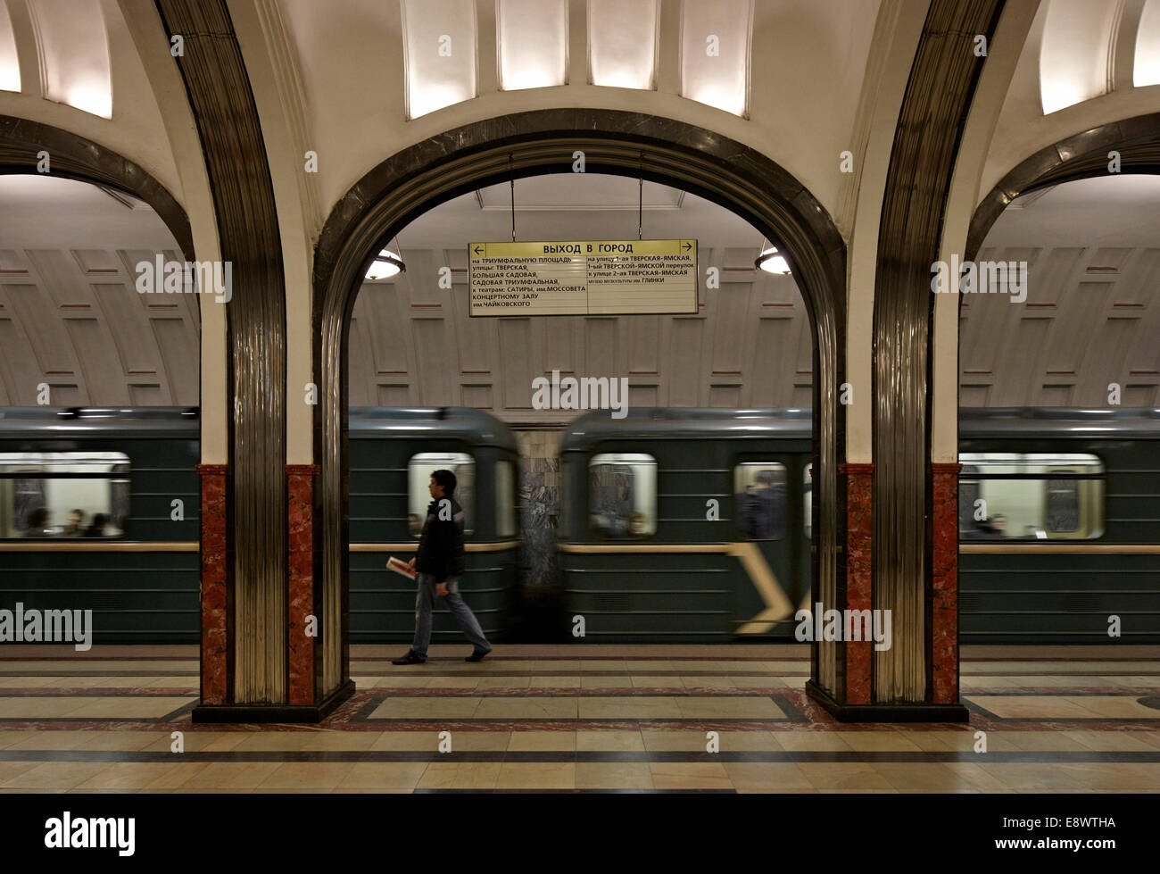 Man on train platform in Moscow Metro, Moscow, Russia. - Stock Image
