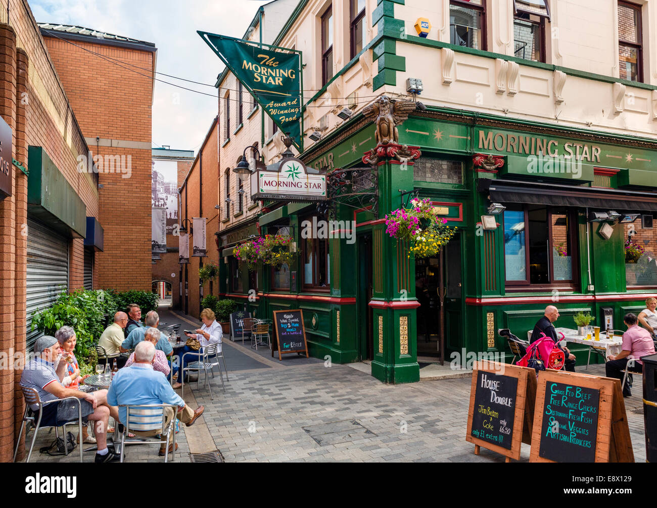 Morning Star pub on Pottinger's Entry, one of  historic narrow passageways between High St and Ann St, Belfast, - Stock Image