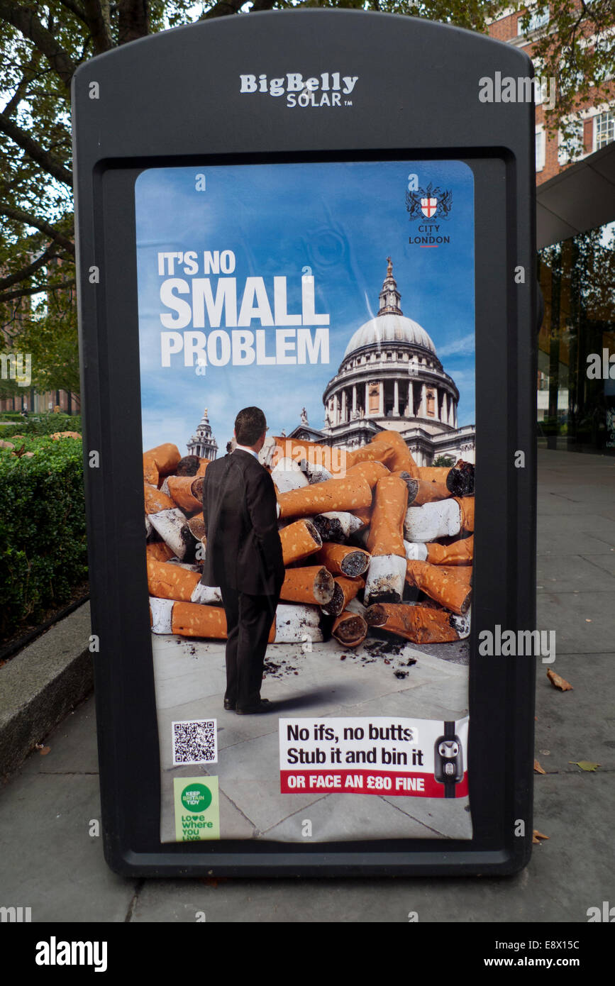 London, UK. 15th October, 2014. Proposal to ban smoking in parks and public spaces have been put forward to the - Stock Image