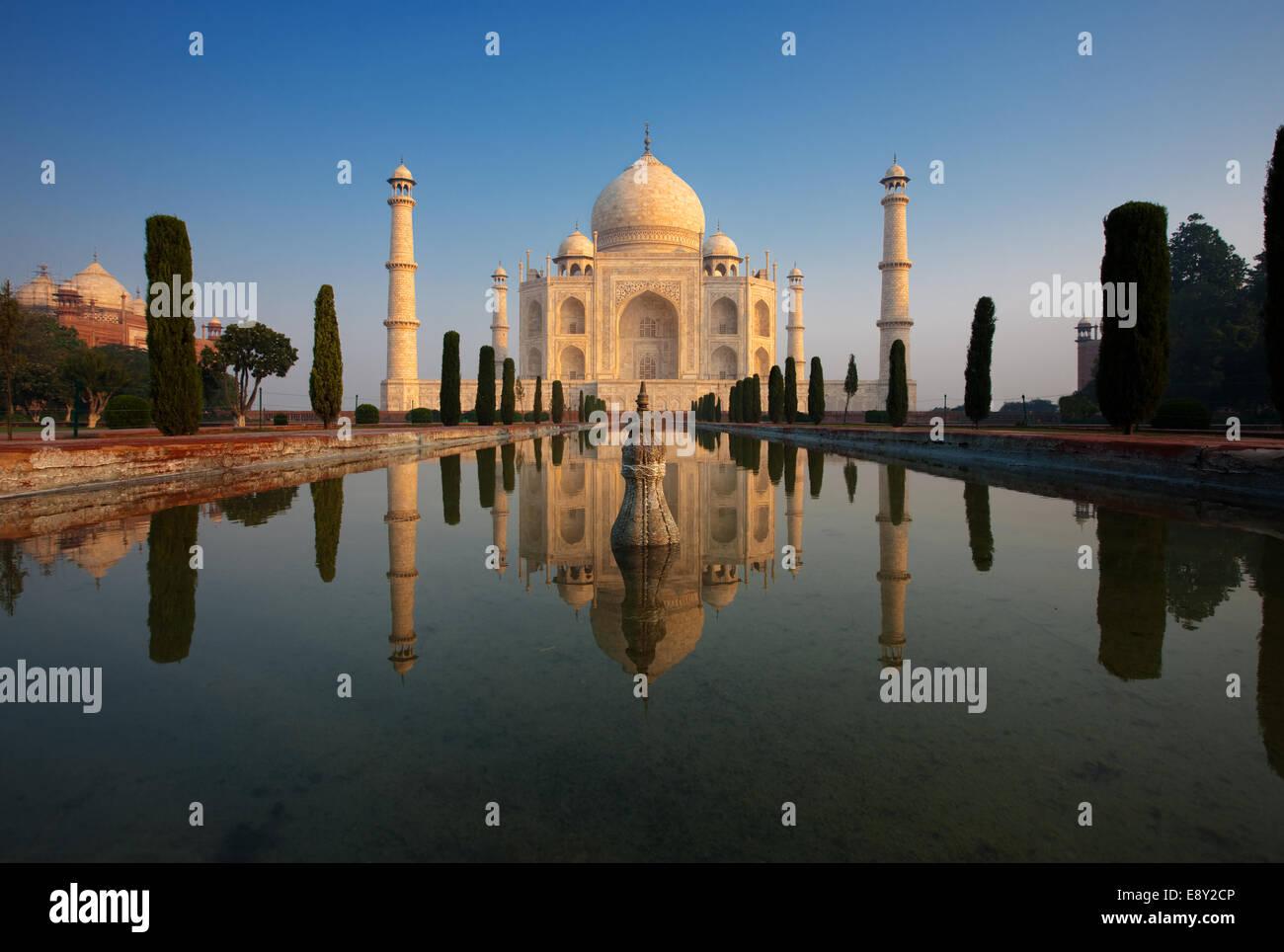 Empty Taj Mahal & Reflection at Sunrise - Stock Image