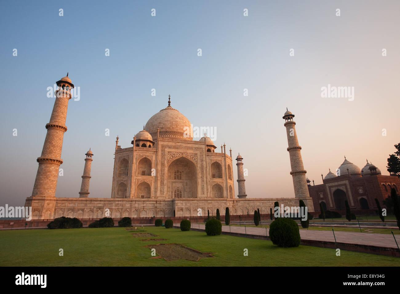 Empty Taj Mahal and Jawab at Sunrise - Stock Image