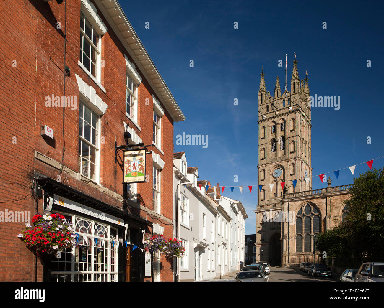 UK, England, Warwickshire, Warwick, Church Street, Zetland Arms pub and St Mary' Collegiate church tower - Stock Image