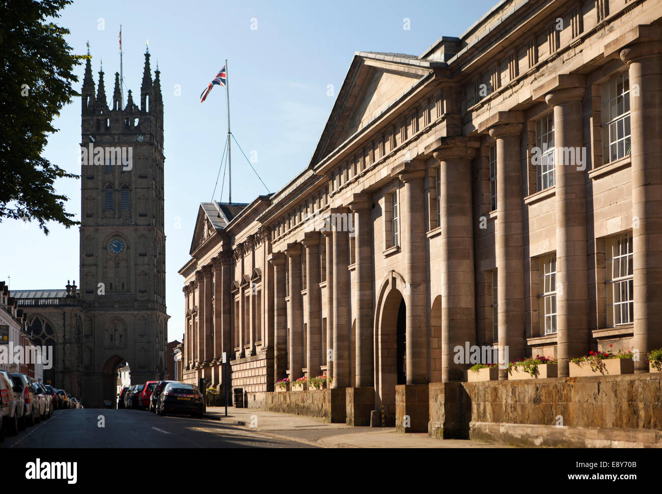 UK, England, Warwickshire, Warwick, Northgate Street, Shire Hall, Law Courts and St Mary's Collegiate Church - Stock Image