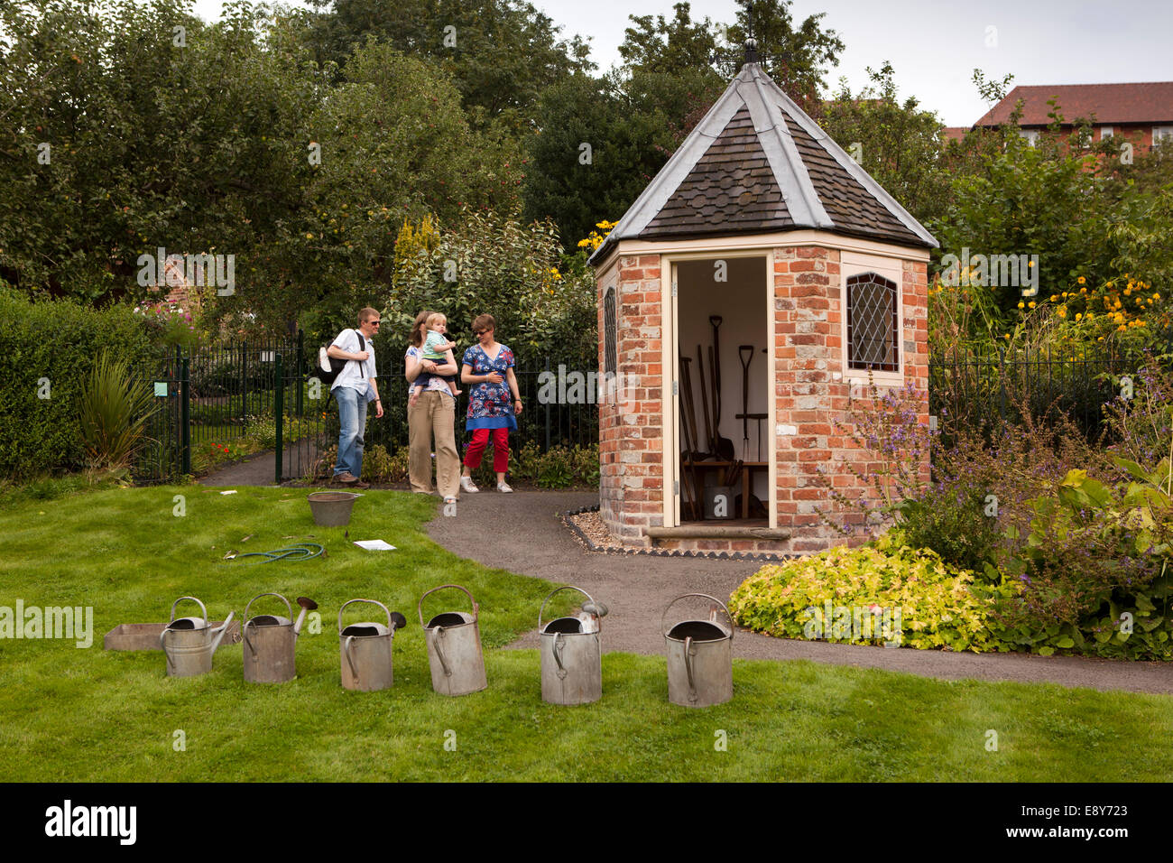 UK, England, Warwickshire, Warwick, Hill Close Gardens, visitors at hexagonal summerhouse - Stock Image