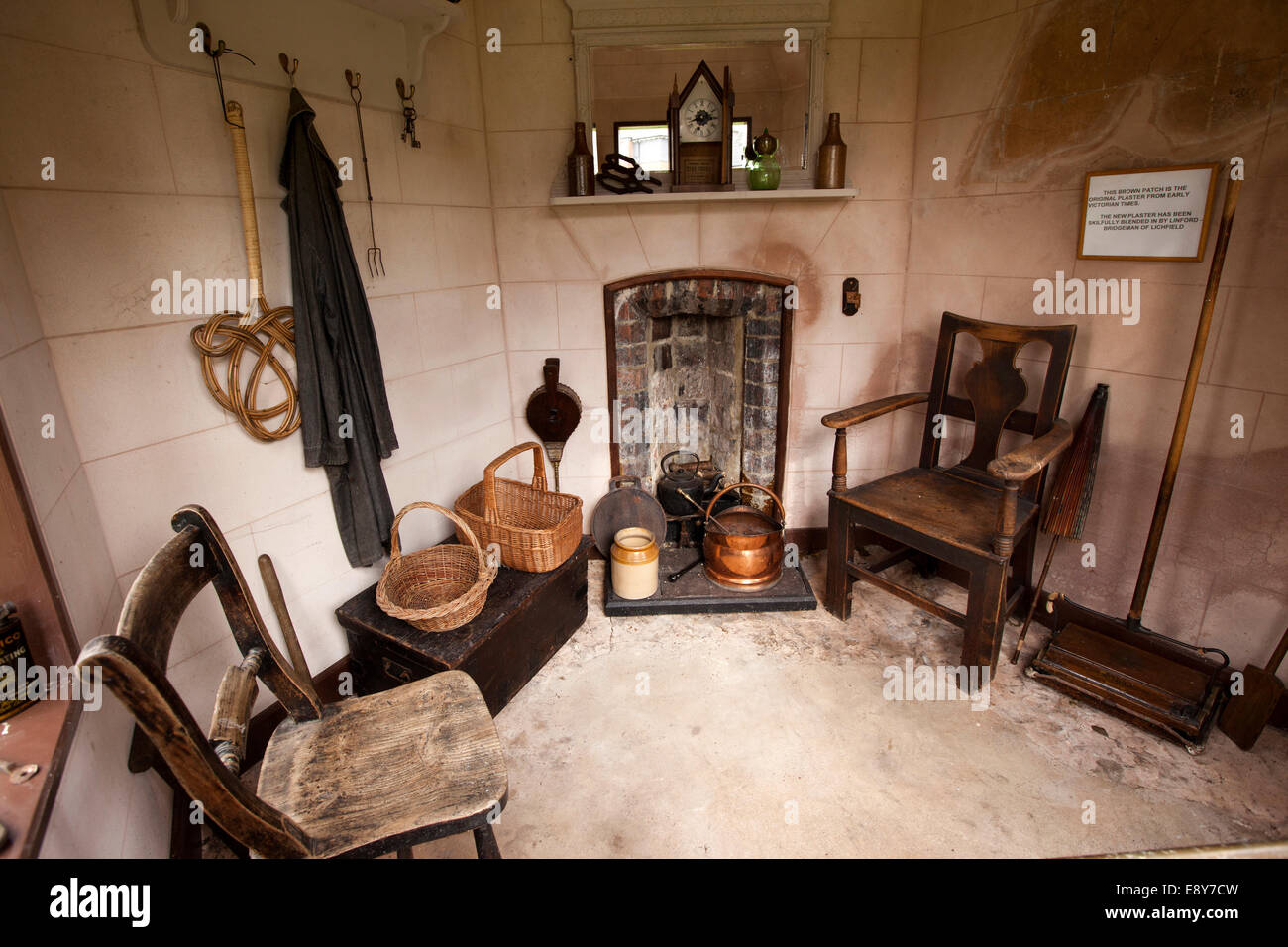 UK, England, Warwickshire, Warwick, Hill Close Gardens, restored summerhouse interior - Stock Image