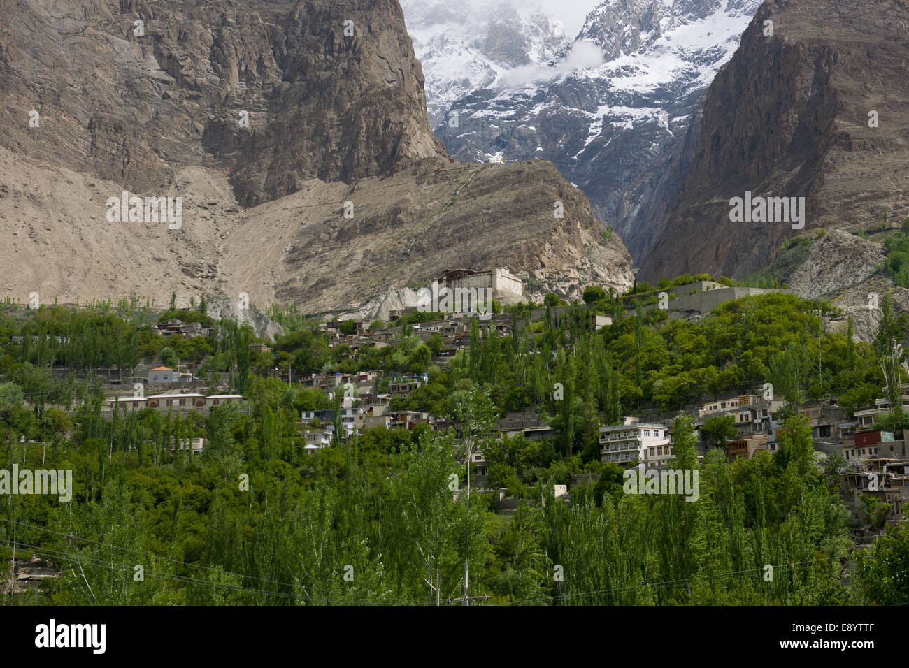 Looking up the valley to Baltit Fort, with snow-capped mountains behind, Karimabad, Hunza Valley, Gilgit-Baltistan, - Stock Image