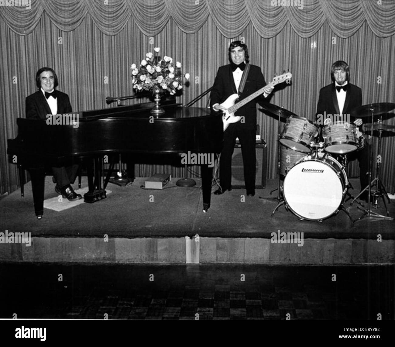 Band performing at the Lago Mar seaside resort - Fort 15312378588 o - Stock Image