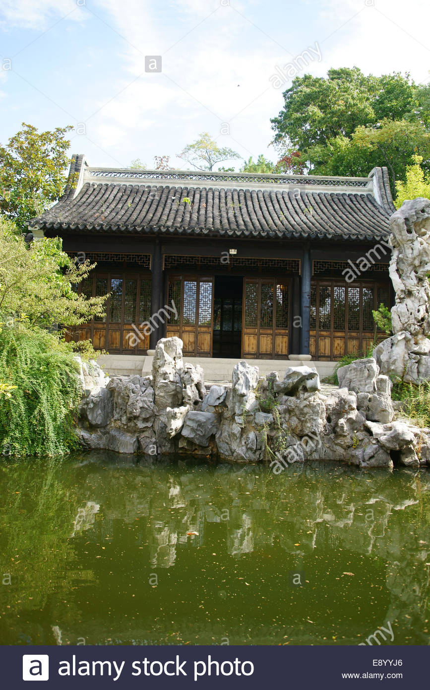 A pavilion and pond at the Chinese Scholar's Garden in Snug Harbor Cultural Center and Botanical Garden Staten - Stock Image