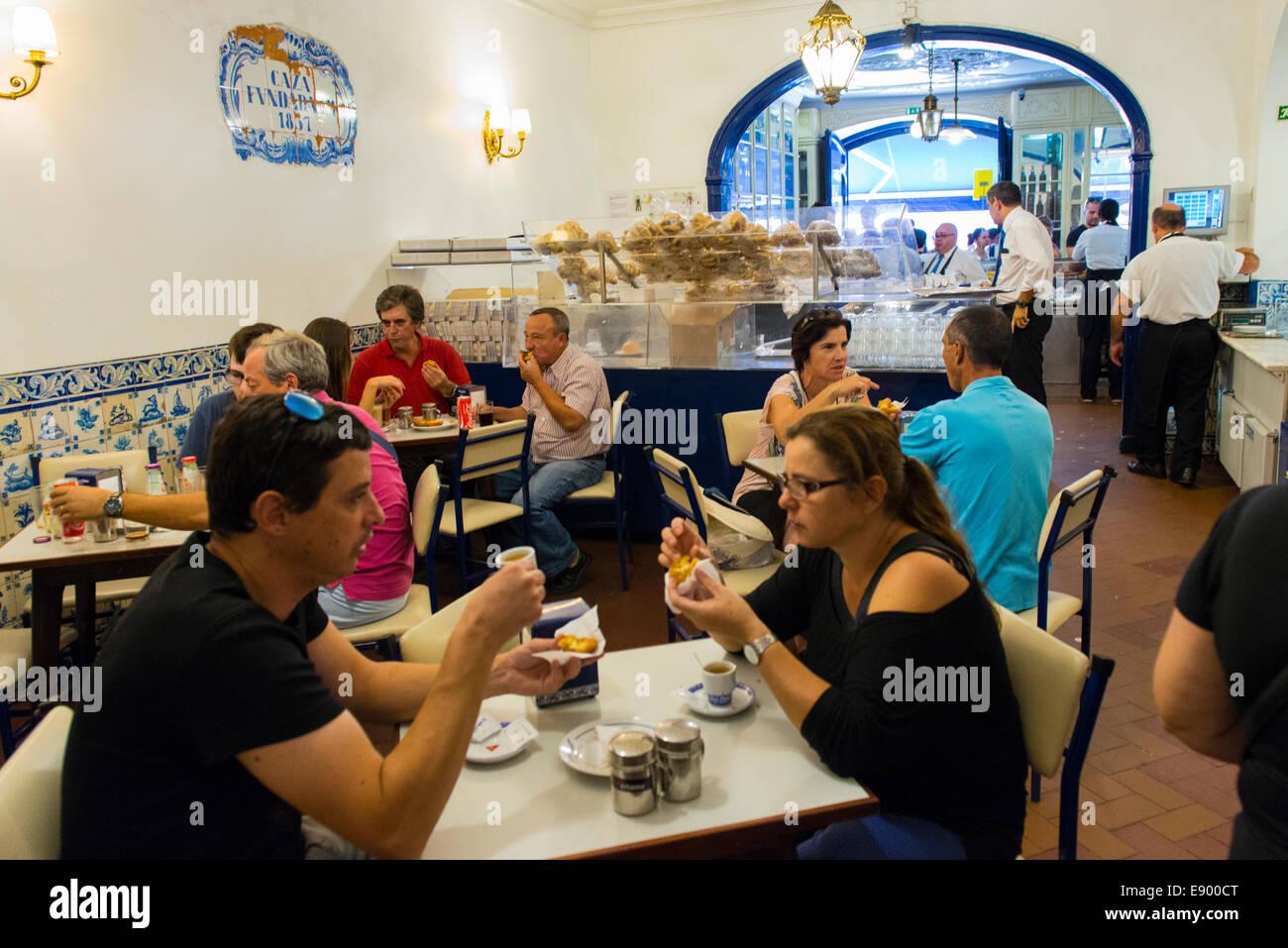 Portugal Lisbon Pasteis de Belem since 1837 pastel de nata custard tart tarts bakery crowd queue counter pastelarias Stock Photo