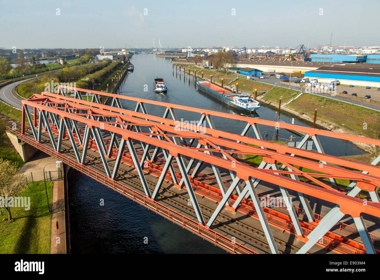 Europe's largest inland port, Duisburg Ruhrort, cargo ship runs into the lock Meidrich, - Stock Image