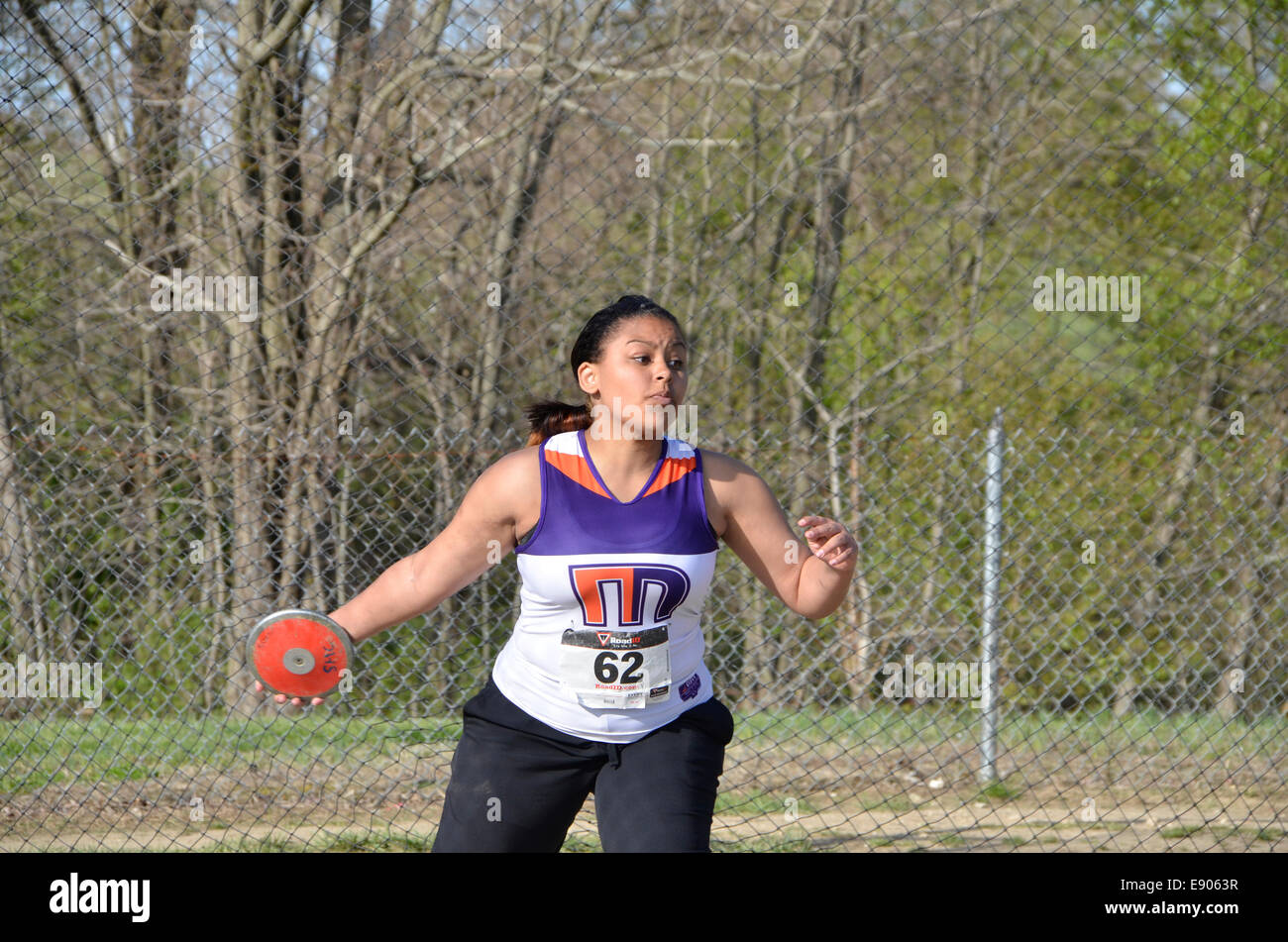 What size discus do junior high track girls use?