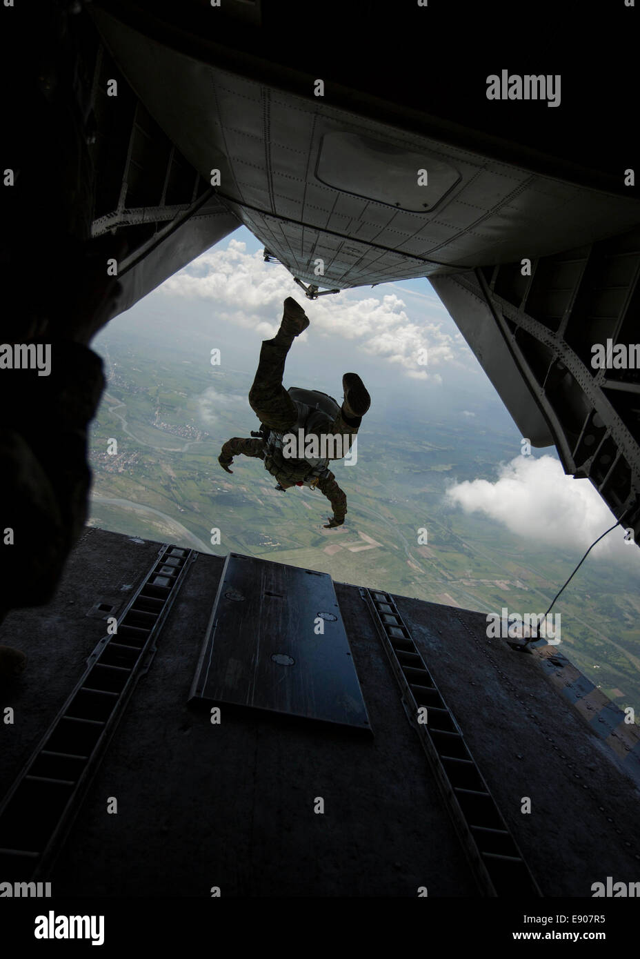 Philippine Army Maj. Velmor Manaois conducts a free fall jump from a U.S. Marine Corps CH-53E Super Stallion helicopter - Stock Image