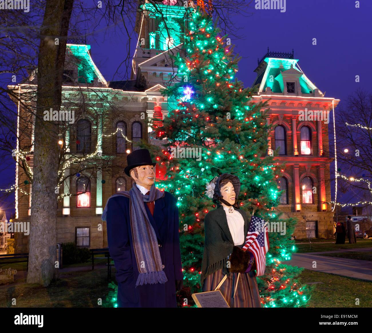 Cambridge Ohio Christmas Lighting Stock Photo: 74411364 - Alamy