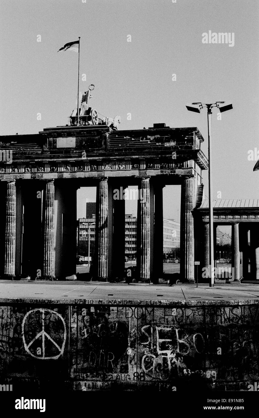 The Berlin wall days before it fell on Nov 9 1989. The Reichstag and Unter den Linden & East Berlin is behind - Stock Image