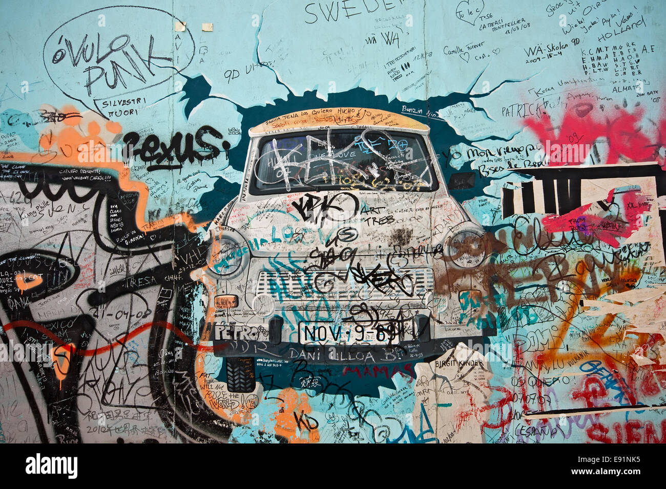 Graffity on the East-Side-Gallery in Berlin - Stock Image