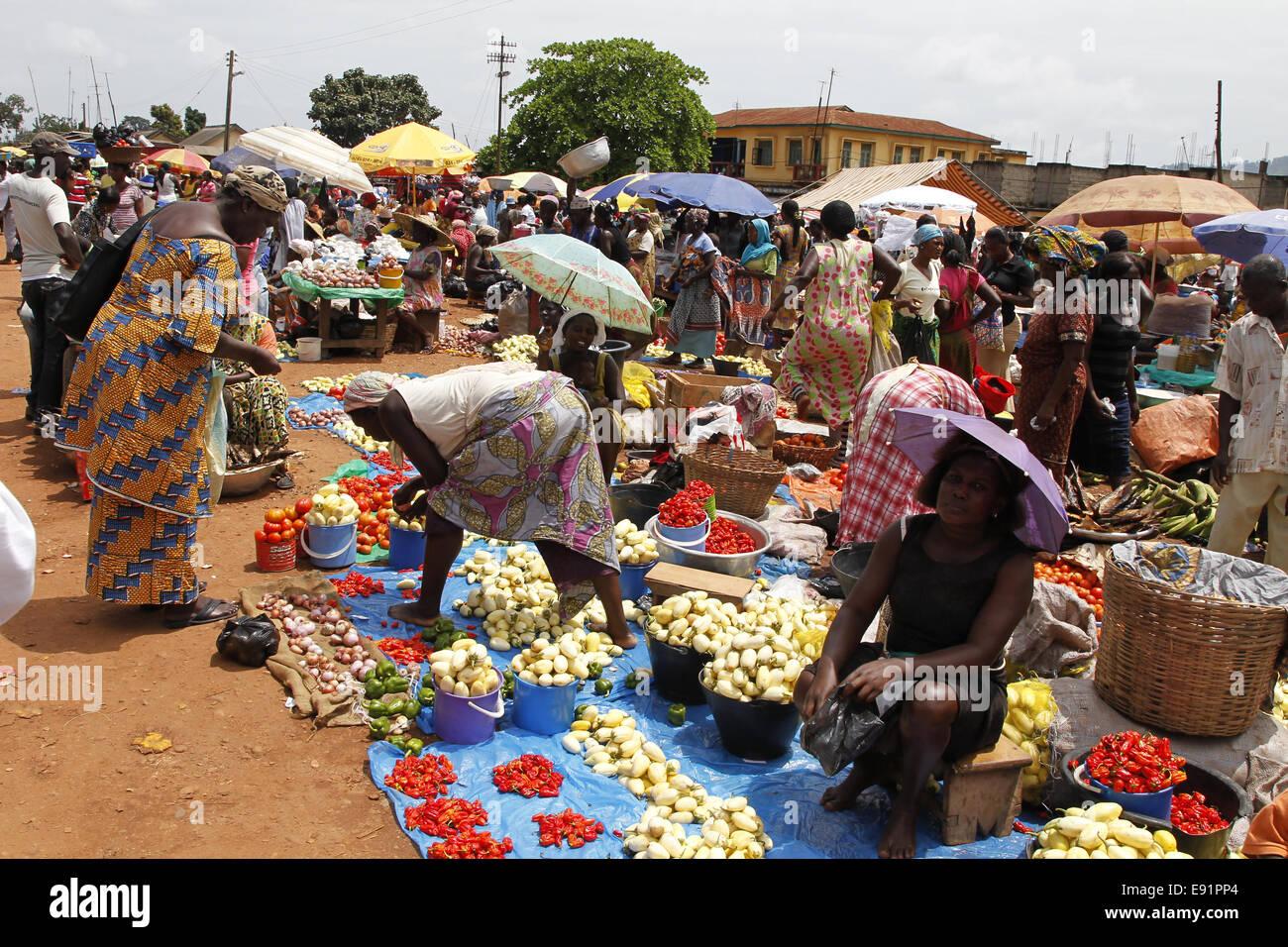 Fruit and vegetable market at Konongo/Ghana - Stock Image
