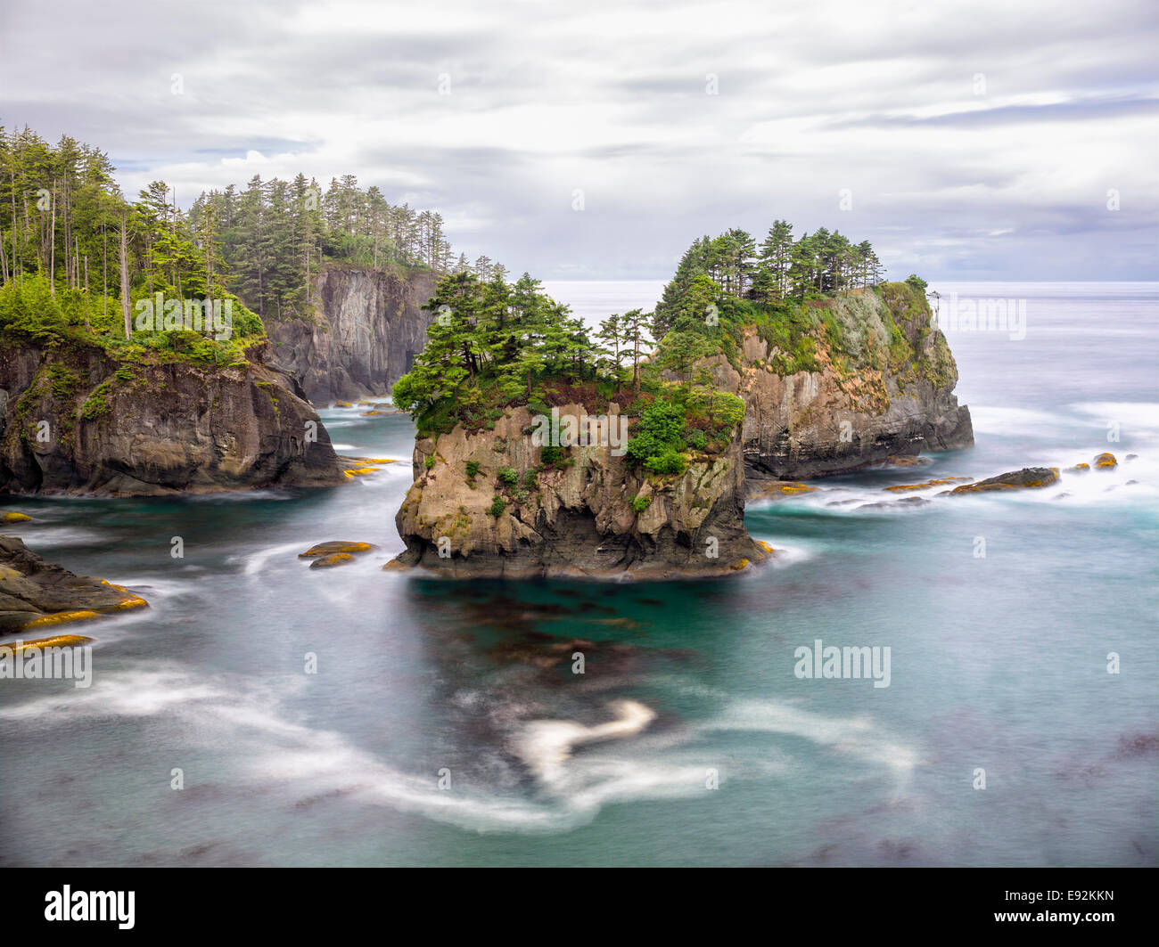 Hole in the Wall islands in the Pacific Northwest - Stock Image