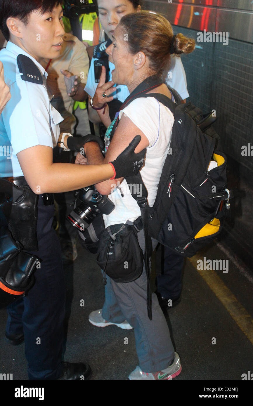 Hong Kong. 17th October, 2014. Award-winning American photojournalist Paula Bronstein of Getty Images arrested by - Stock Image