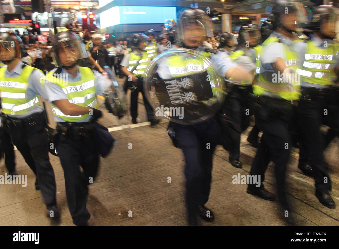 Hong Kong. 17th October, 2014. Hong Kong Protests: Hong Kong riot police charge pro-democracy protesters in Mongkok, - Stock Image