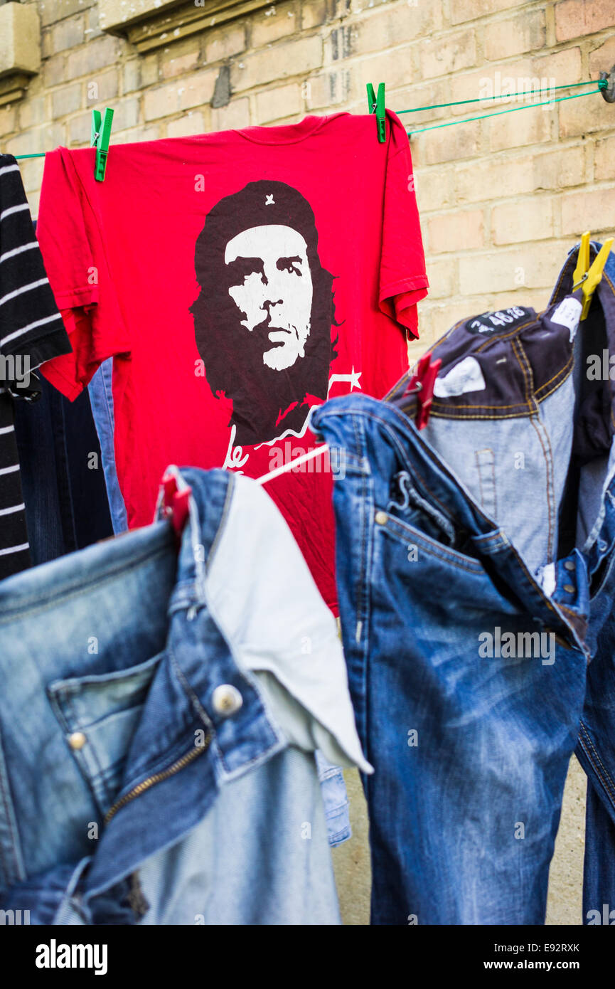 red che guevara t-shirt and other garments drying on a clothes line, stuttgart, baden-wuerttemberg, germany - Stock Image