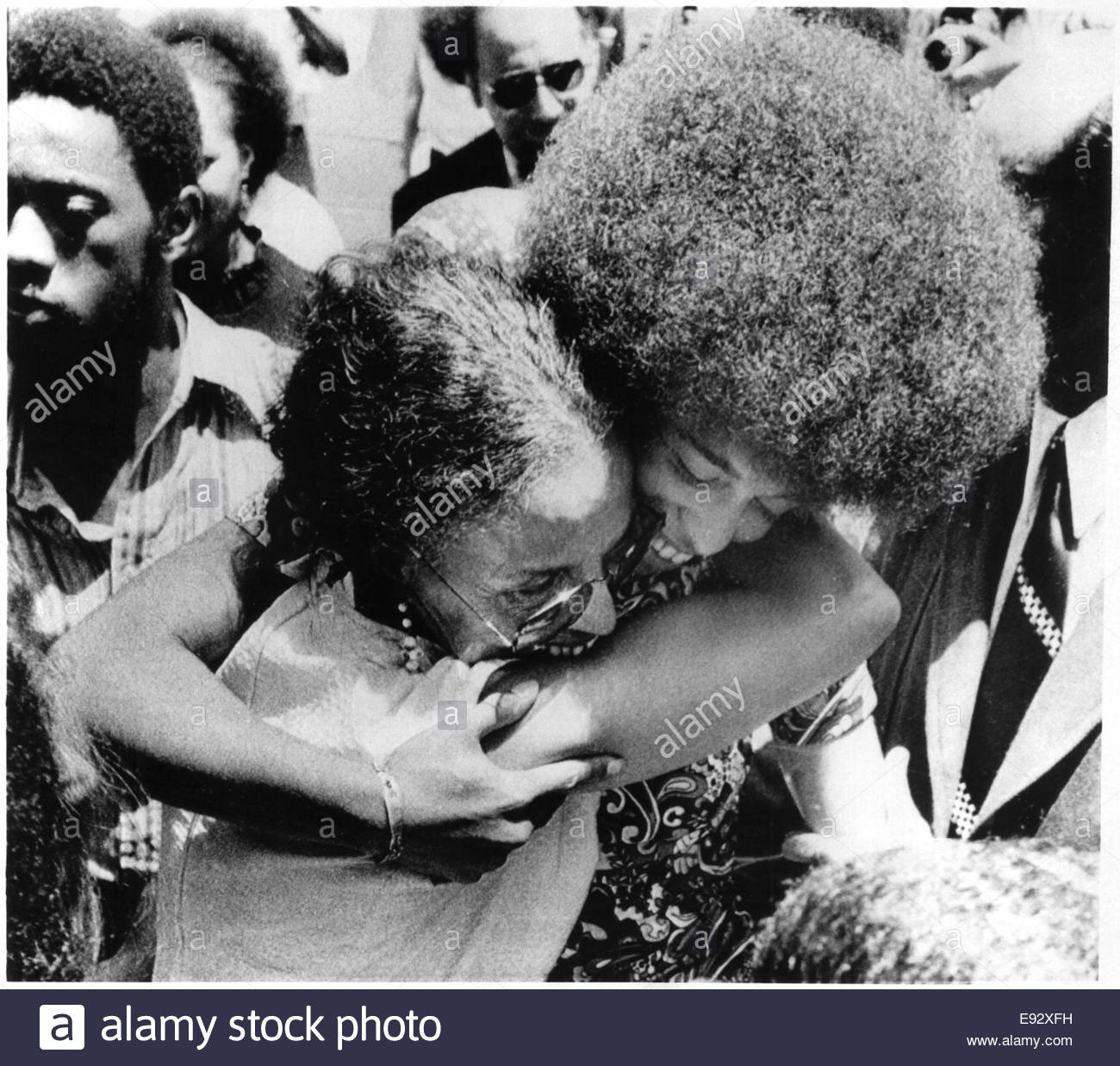 Angela Davis, African-American Political Activist, Embracing Mother Sallye Following Jury's Acquittal of Miss - Stock Image