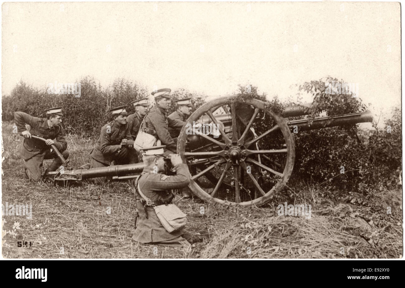 British Artillery in Action, WWI Postcard, circa 1914 - Stock Image