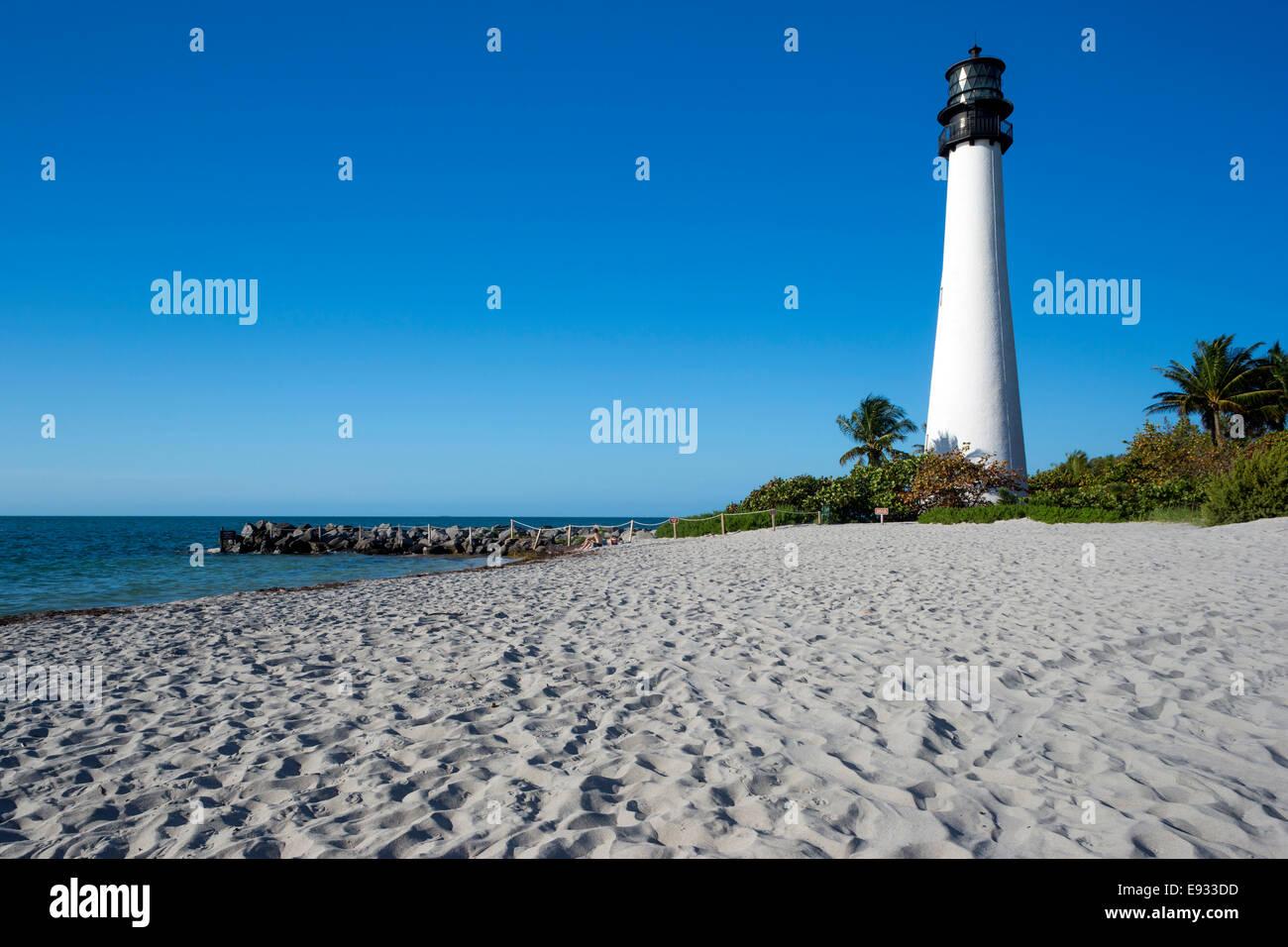 SAND BEACH LIGHTHOUSE CAPE FLORIDA STATE PARK COASTLINE BISCAYNE BAY MIAMI FLORIDA USA Stock Photo