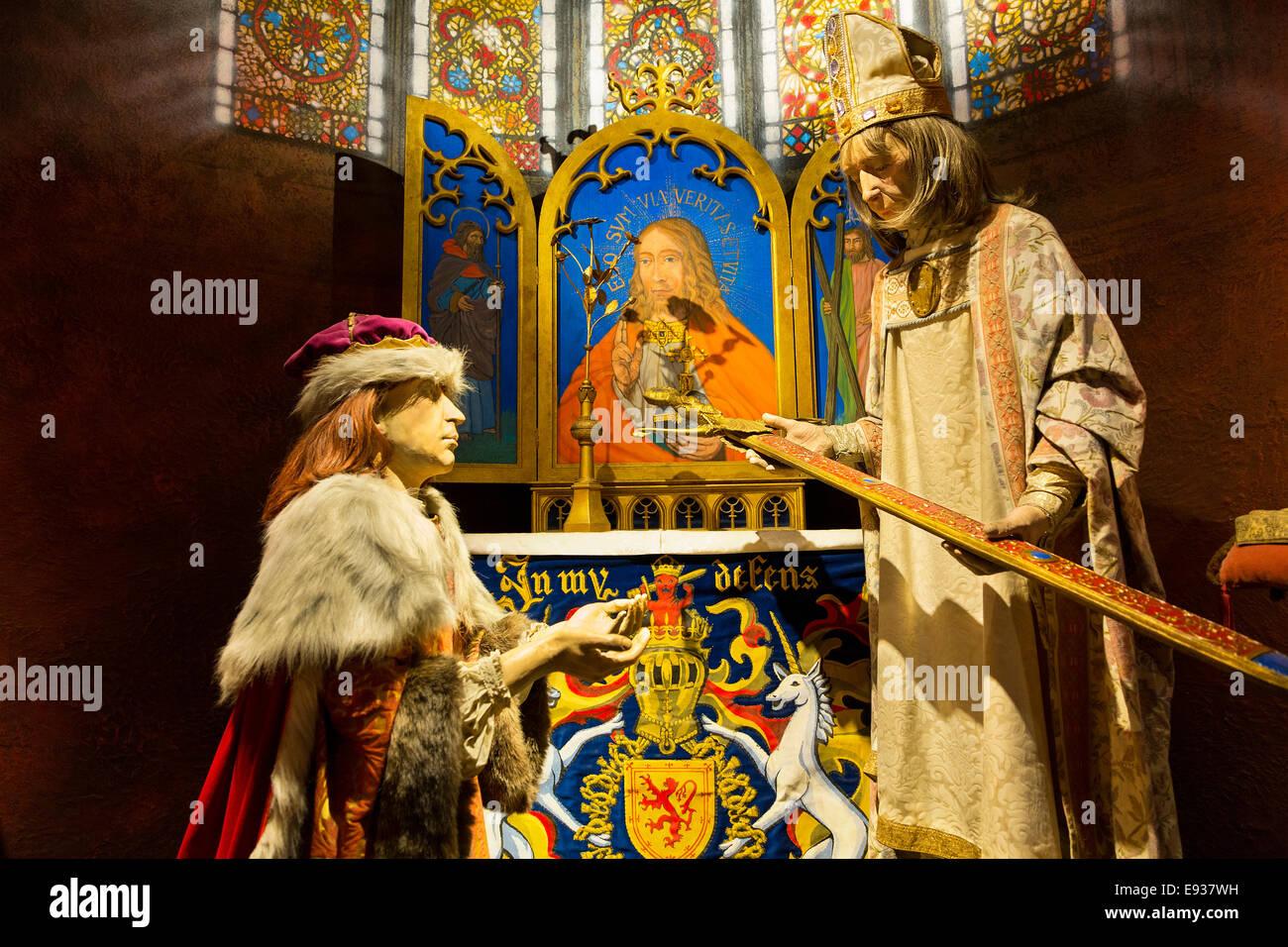 Edinburgh Castle, Royal Palace, King James IV receives sword of State - Stock Image