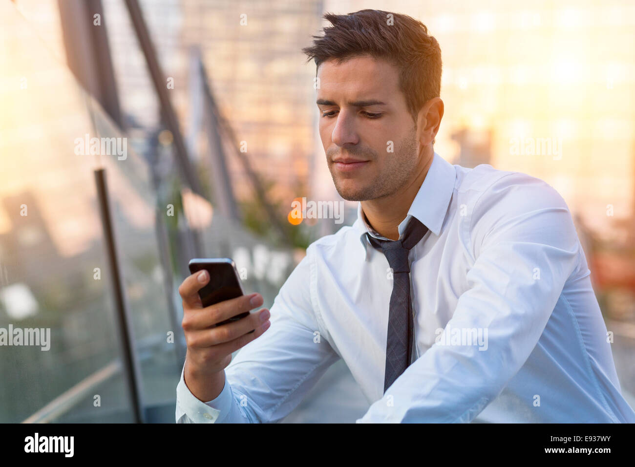 Businessman using cell phone - Stock Image